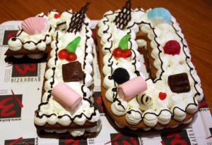 Tarta cumpleaños y tarta aniversario